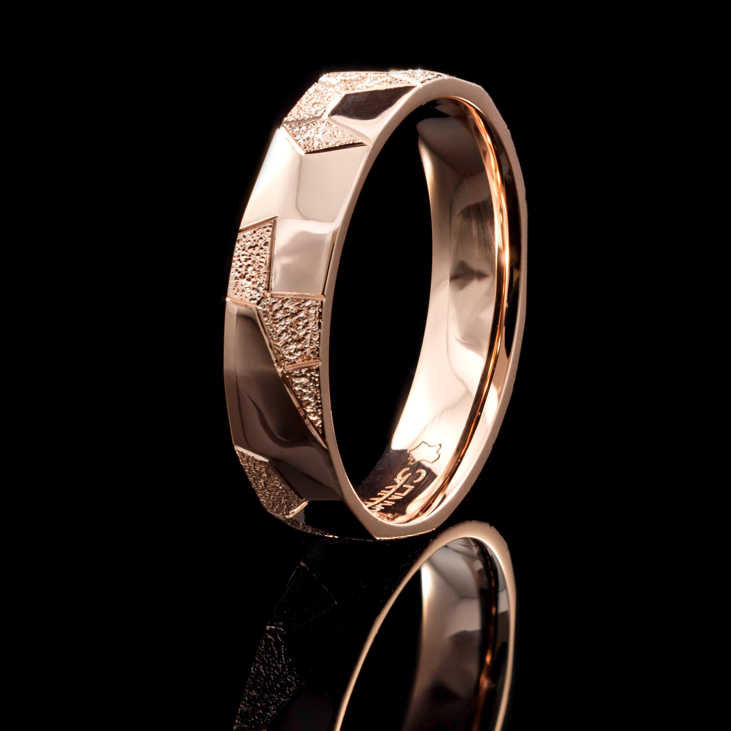 Sanlys réalise de nombreux types de bijoux, alliances et autres.